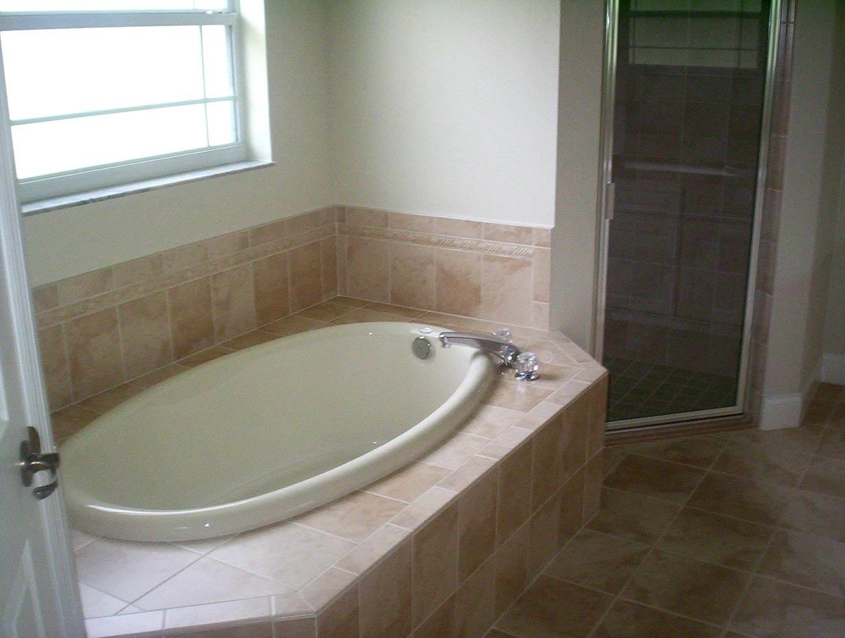 Floor plans lucaya 3 bedroom 2 bath 2 car garage for Garden bathtubs